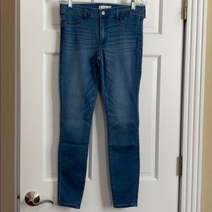 Abercrombie & Fitch jean legging. 10R. NWT.